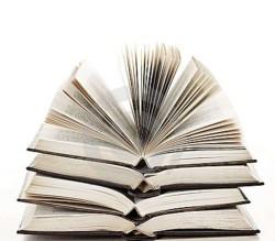pila-di-libri-aperti-16982533